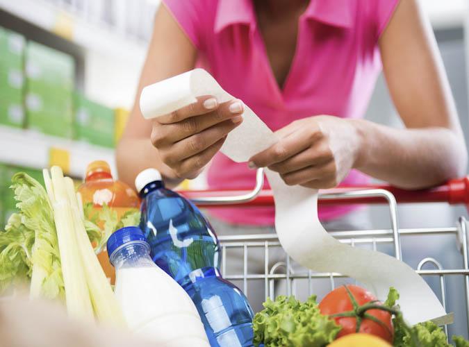 Hartz-IV-Empfänger müssen künftig noch genauer darauf achten, was sie auf den Einkaufszettel schreiben.