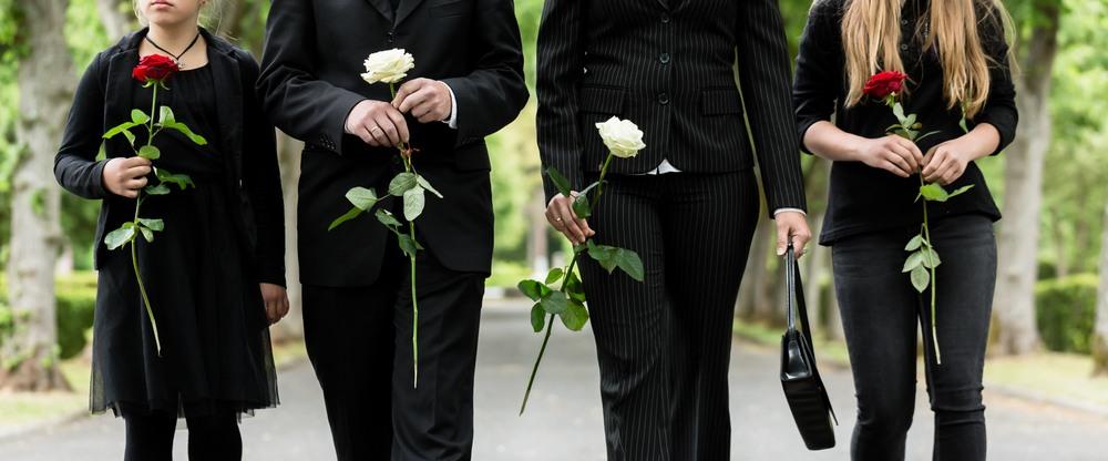 Trauergemeinde bei einer Beerdigung